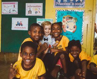 Escola na Jamaica: Um dia de surpresas com as crianças locais