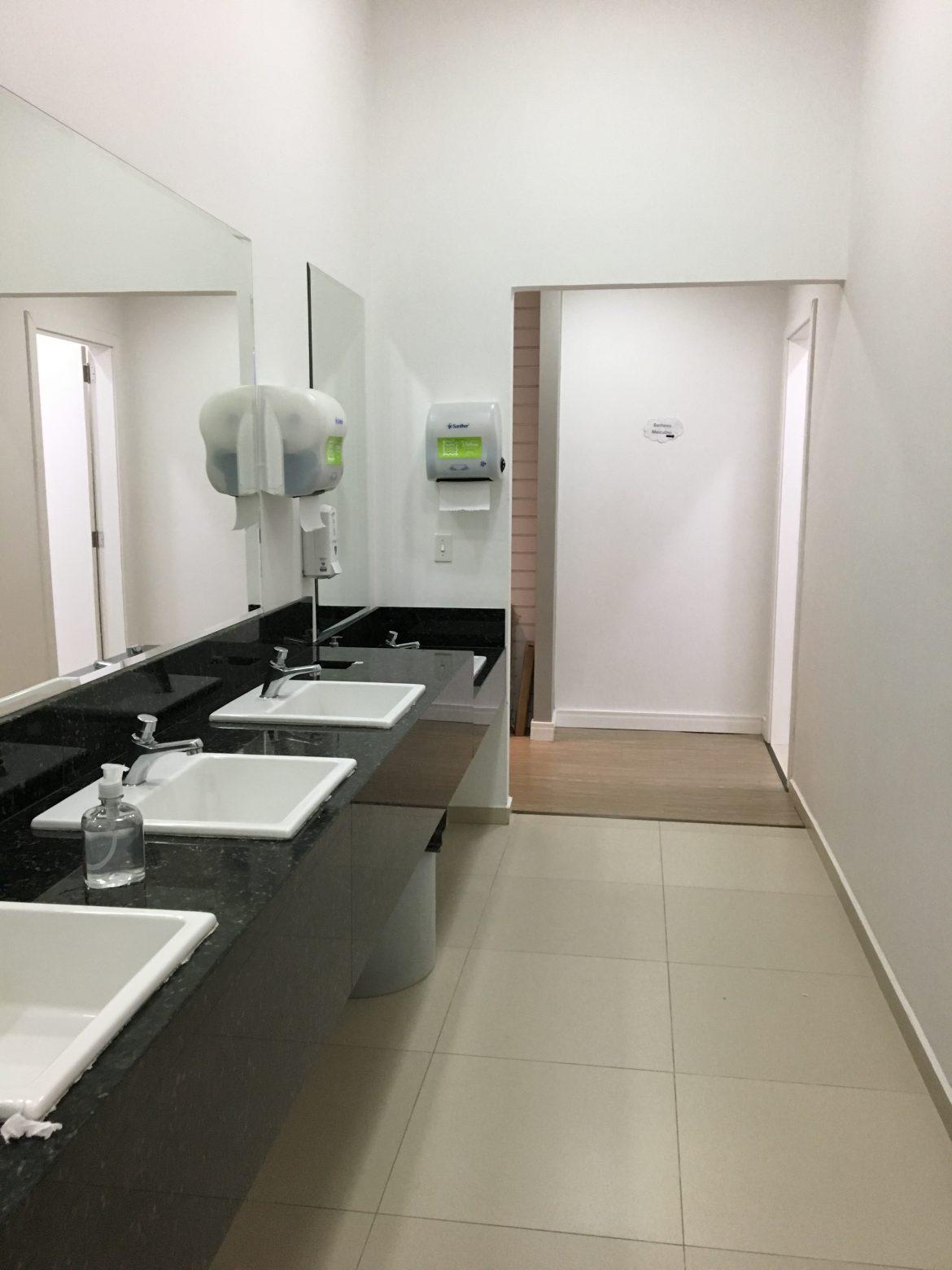 Banheiro com Trocador