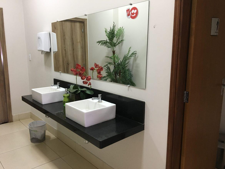 Banheiro amplo no Lug's - Olímpia/SP