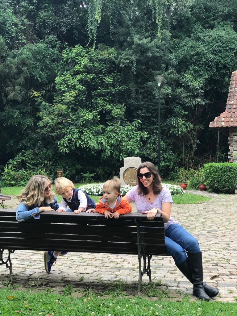 Bosque do Papa em Curitiba: Passeamos com a Flávia - redatora do blog - e seu filho André. Os meninos se divertiram.
