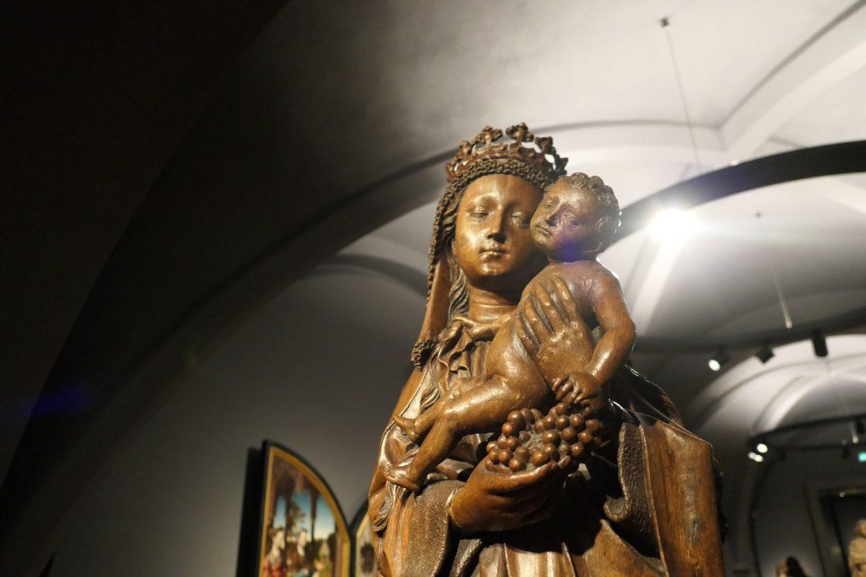 arte mãe e filho Virgem Maria e menino Jesus no Rijksmuseum Amsterdam escultura