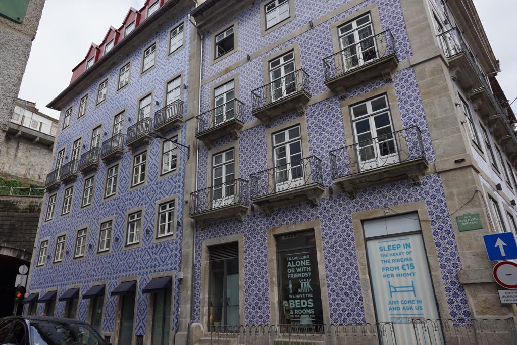 Azulejos portugueses, prédios históricos e o Rio Douro: Isso é Porto!