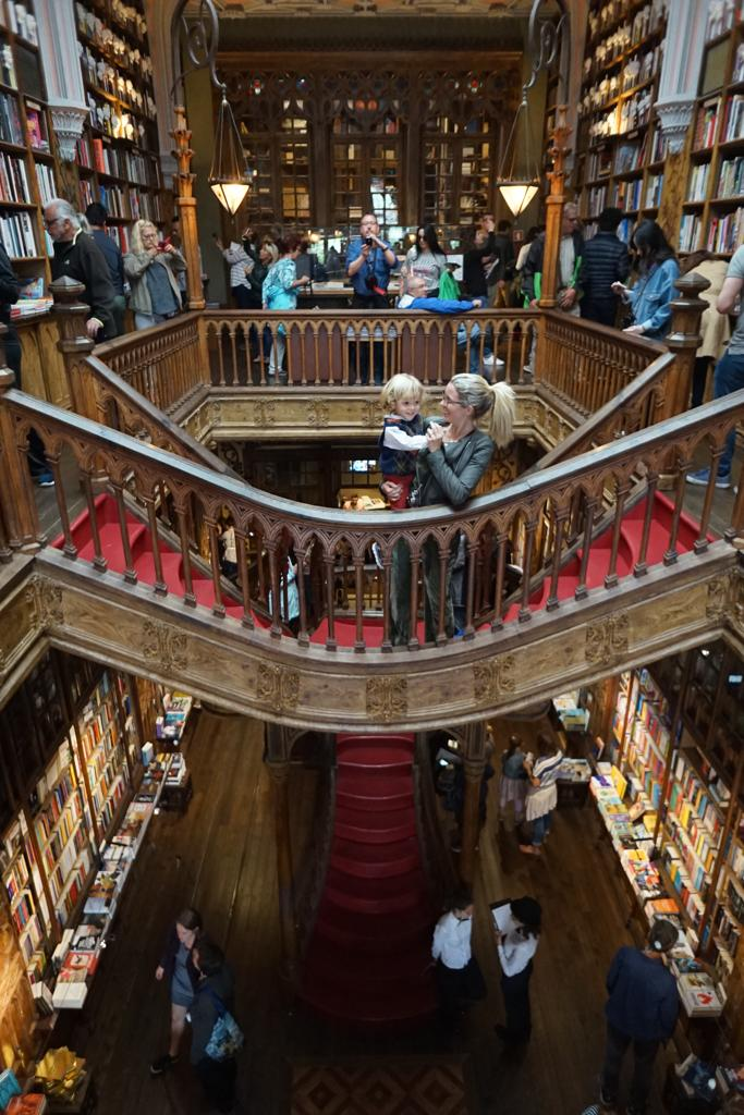 Livraria Lello e suas escadas inspiradoras