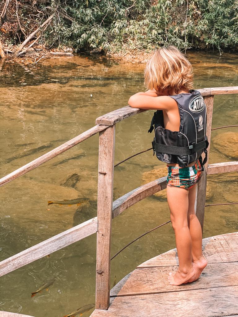 criança em Bonito - parque das cachoeiras